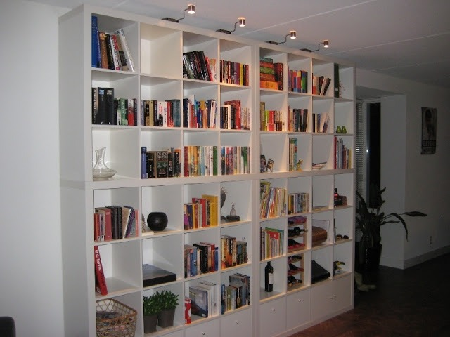 Expedit ikea fino al soffitto for Libreria cubi ikea