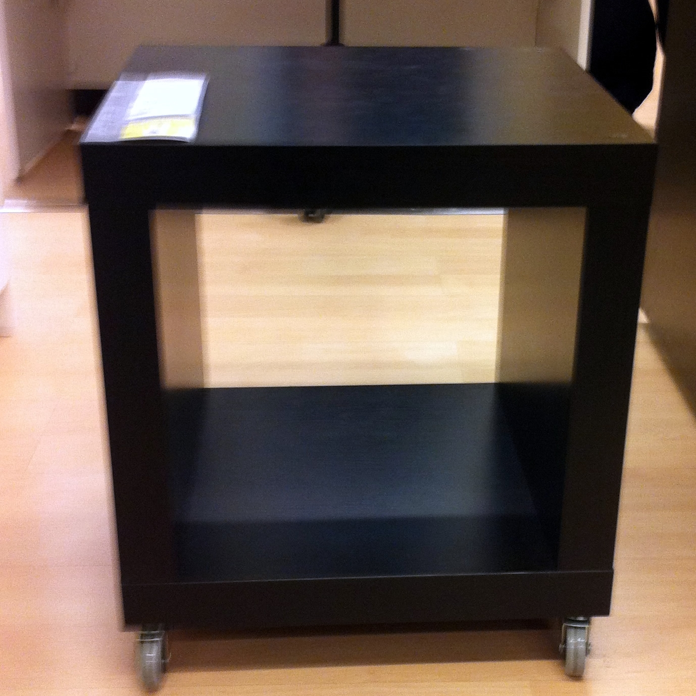 Expedit si mette le rotelle - Ikea lack scaffale ...